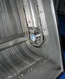 RB-Harkenumlaufrechen Boomerang im Sohlbereich mit gebogenen Rechenstäben